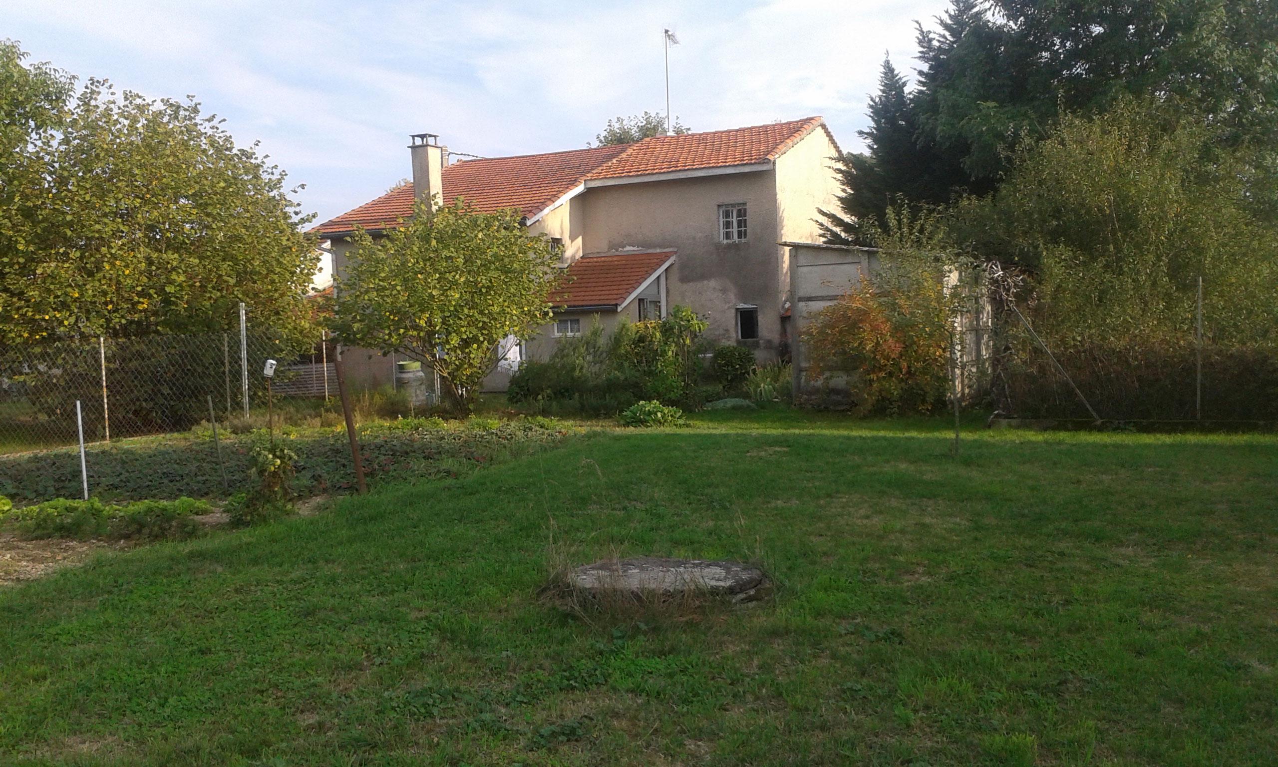 11353 pres feurs maison dependances et grand terrain for Maison sans terrain
